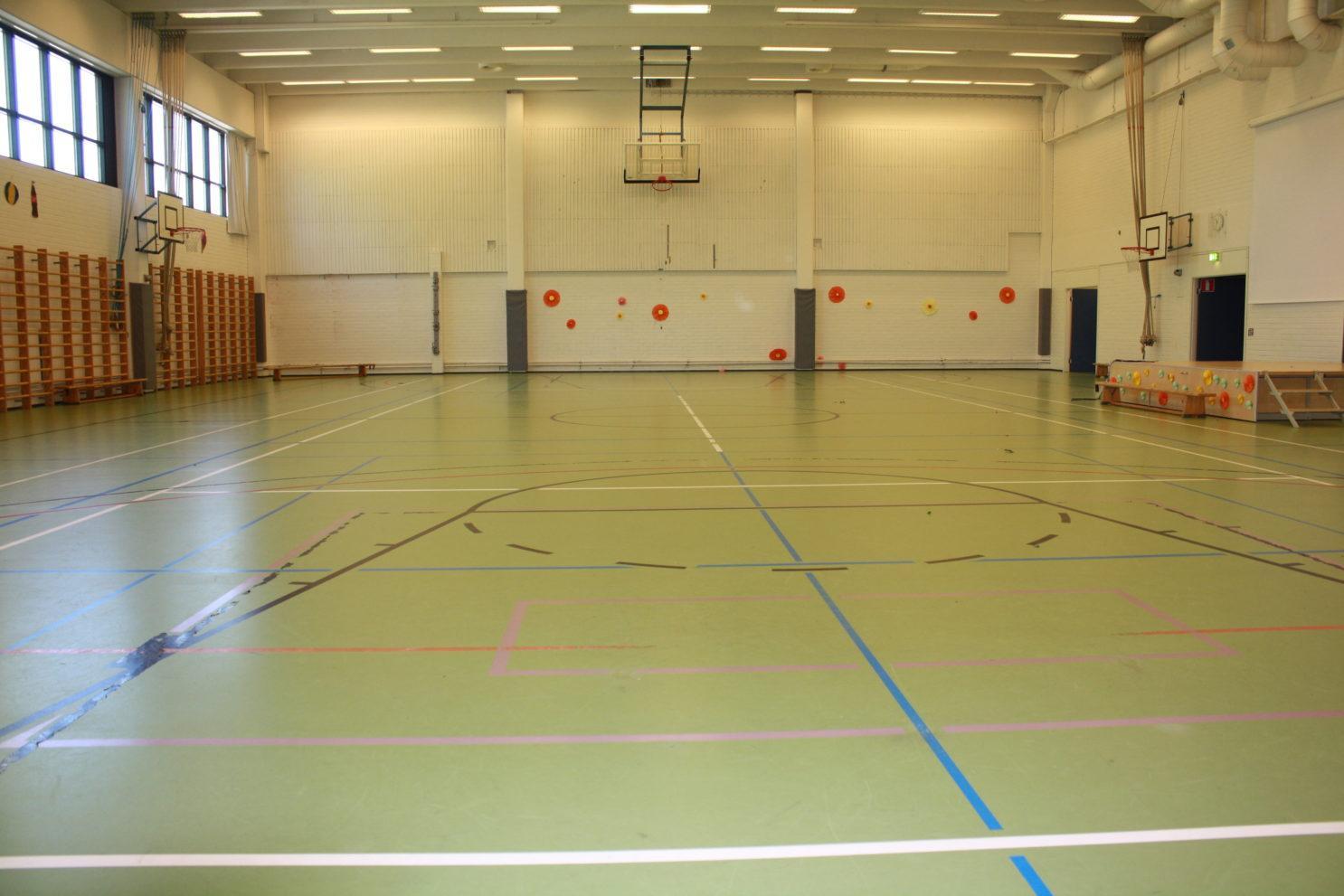 Urheilupuiston koulun sali