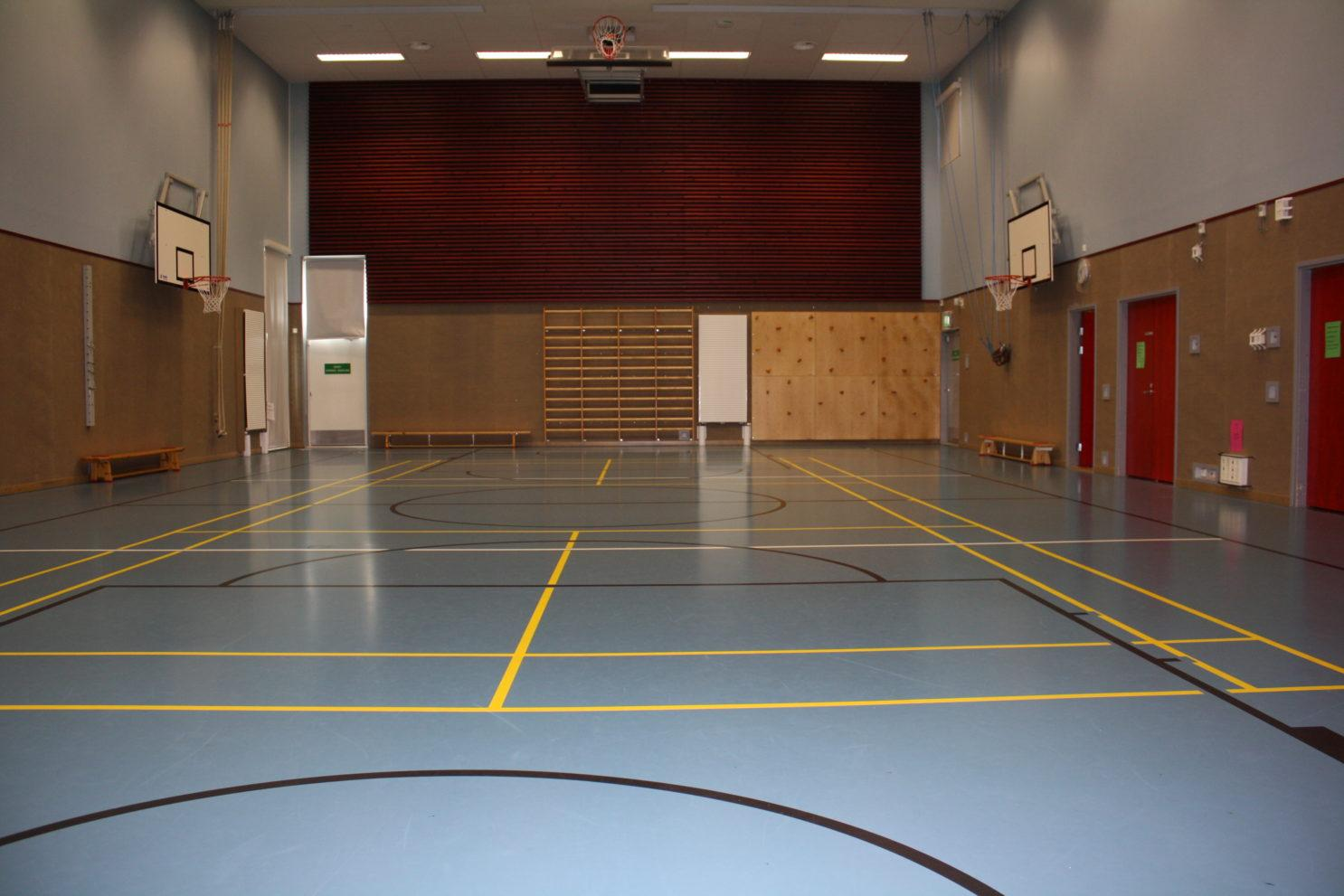Länsikaaren koulun sali