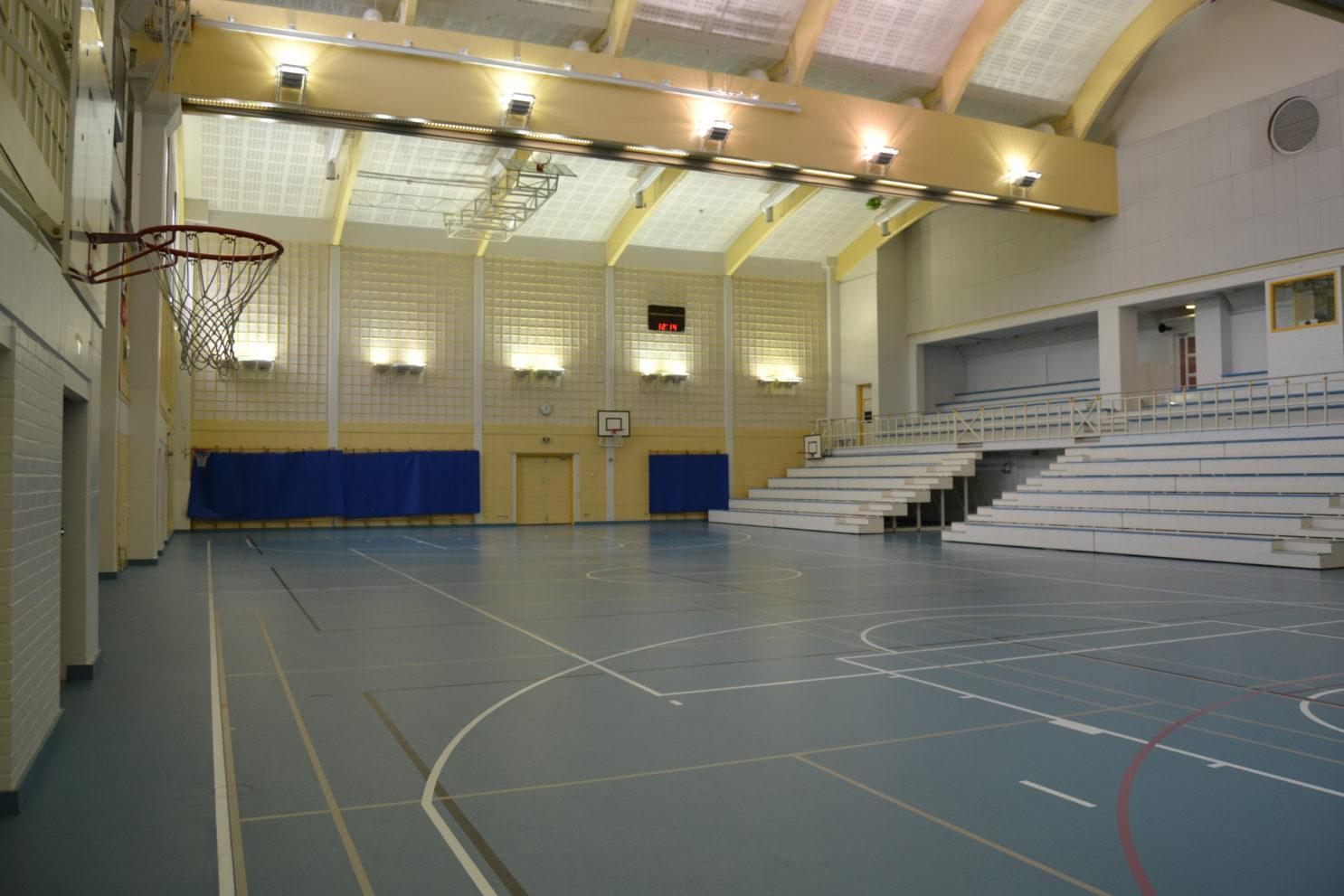 Maaniitun koulun sali