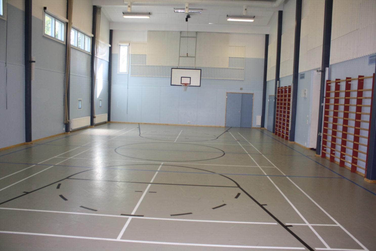 Valkjärven koulun sali
