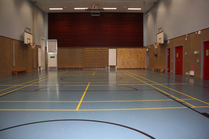 Länsikaaren koulun liikuntasali