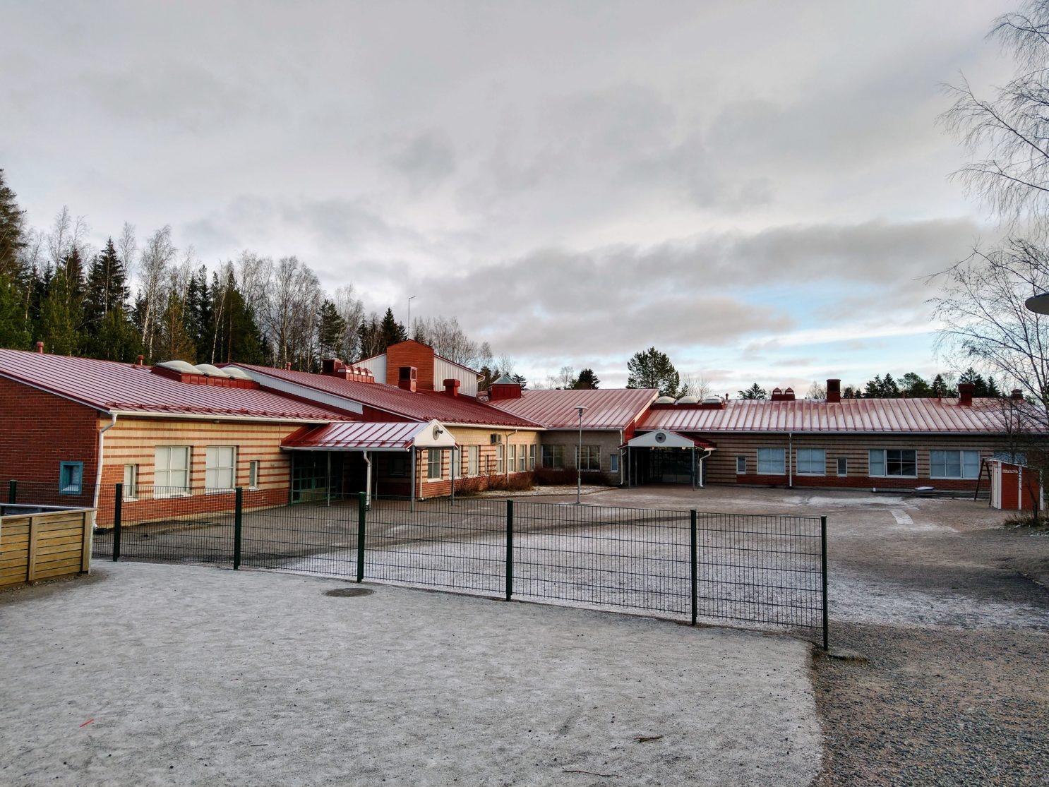 Syrjälän koulun piha