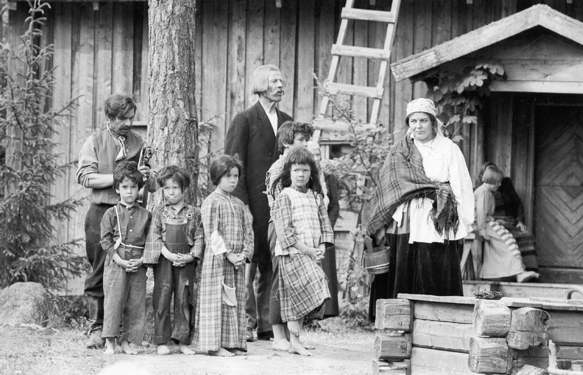 Näytelmä Seitsemän veljestä Kivi-juhlilla Taaborinvuorella, ilmeisesti 1960-luvun lopussa.