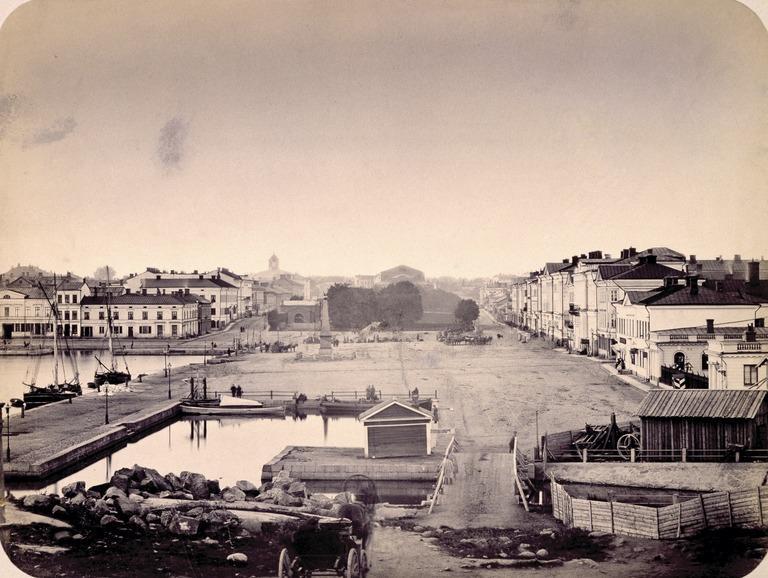 Näkymä Kauppatorille Katajanokan suunnasta 1860-luvulla.