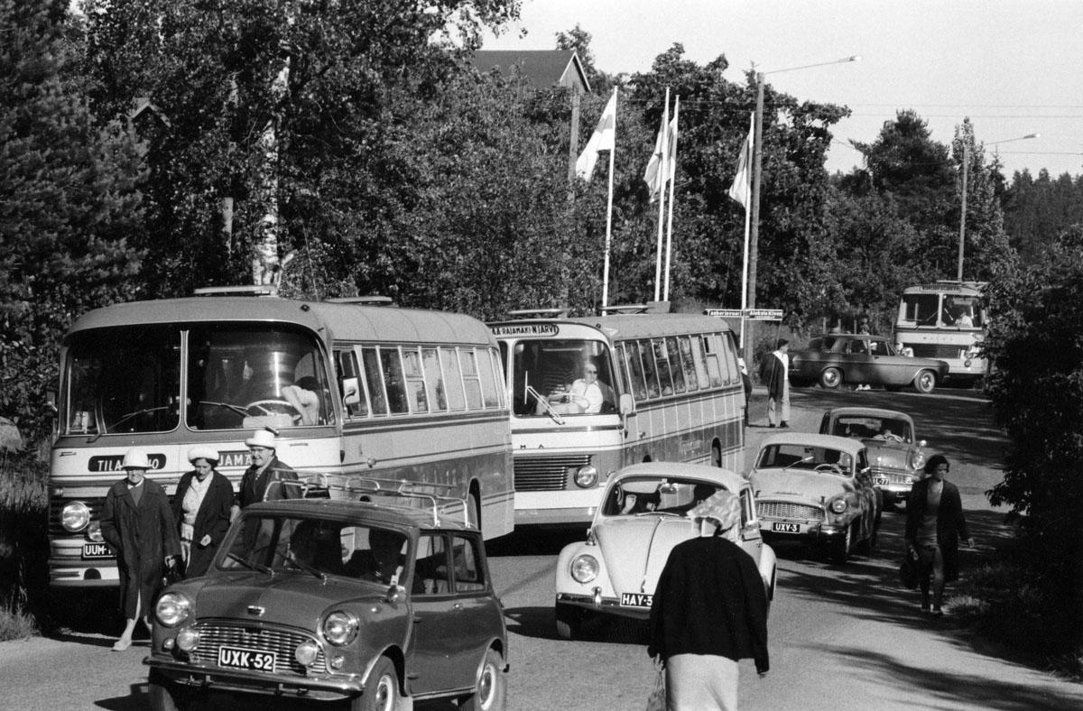 Ruuhkaa Palojoella Kivi-juhlien jälkeen heinäkuussa 1967.