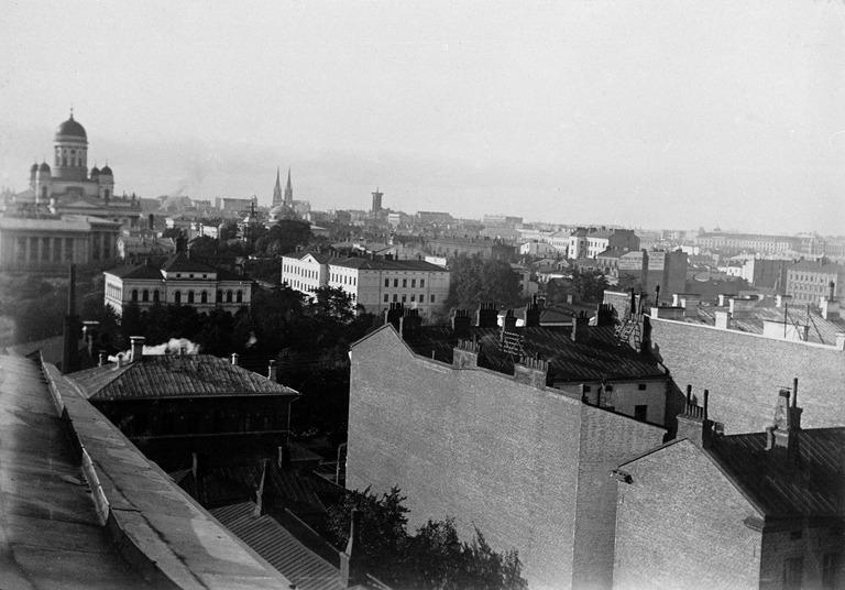 Keskellä Yliopiston uusi Klinikka. Nikolainkatu ( Snellmaninkatu), 1896