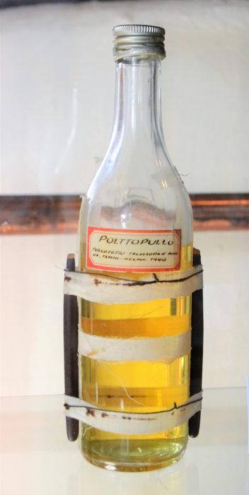 Molotovin cocktail eli polttopullo.