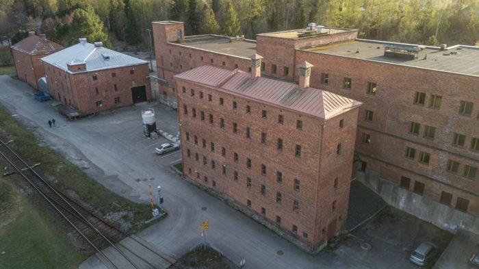 Rajamäen Altian tehdasrakennuksia.