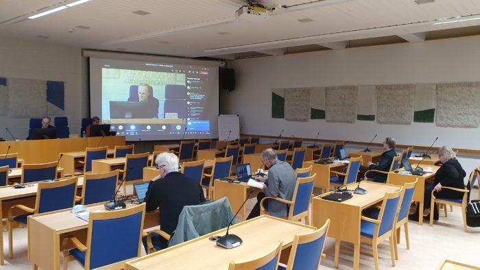 Valtuuston kokous 11.11.2020 - salissa olleet osallistujat
